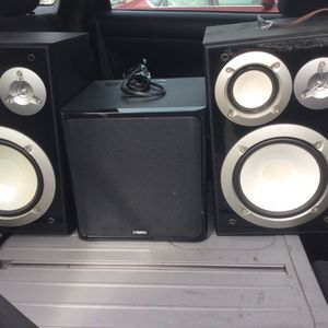 1 Receiver Unit Harmon Kardon , 2 Yamaha Shelf Speakers 2 ONKYO tower speakers And 1 YAMAHA subwoofer for Sale in Torrance, CA