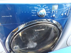 Whirlpools best Electrolux washer and matching dryer to pieces one prize for Sale in Arlington, TX