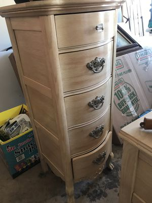 Girls dresser and vanity set for Sale in Manassas, VA