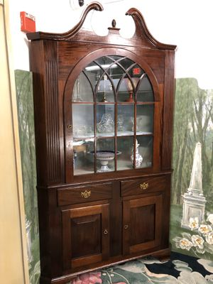 Large Antique Wood Corner Cabinet (Delivery Service Available) for Sale in Boynton Beach, FL