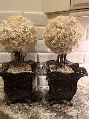 Cream / Off-White Rose Topiary Floral Arrangement w/ Oil-Rubbed Bronze Colored Metal Vase / Flower Pot for Sale in West Bloomfield Township, MI