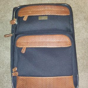 """Tommy Bahama 24"""" Suitcase for Sale in Okatie, SC"""