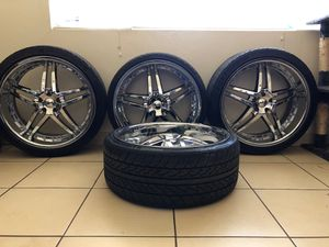 22 x 9.5 with tires bolt pattern 5 x 4.5 for Sale in Bakersfield, CA