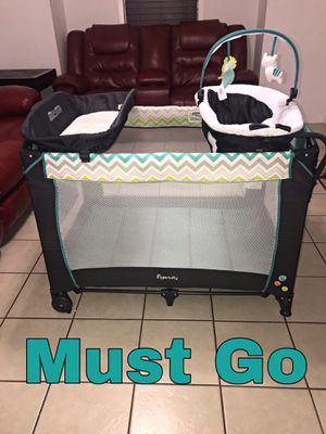 Pack n Play with Bassinet and changing table for Sale in Dallas, TX