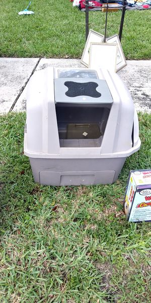 Kitty litter system with handle cleaning and bottom drawer. for Sale in Pompano Beach, FL