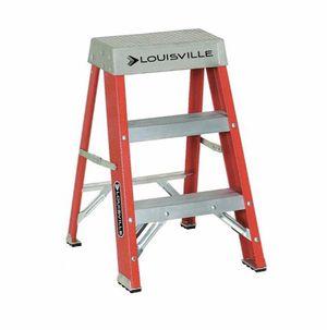 2 ft fiberglass step ladder for Sale in Portland, OR