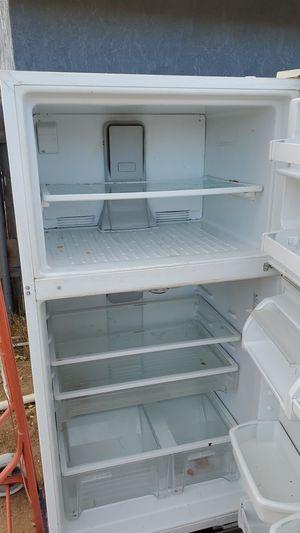 Free fridge for Sale in Hesperia, CA