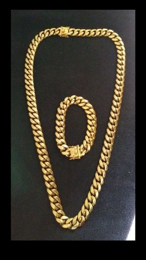 $140.....14k or 18k gold-plated Cuban link chain and bracelet set..... Shipping is available 🛫✈️🛬 or I deliver 🚗🏍️💭💭 for Sale in Fort Lauderdale, FL