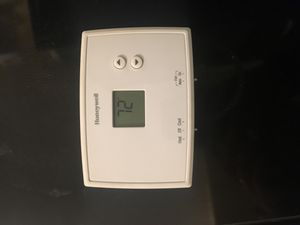 Honeywell Digital Thermostat A/C w/ batteries included for Sale in Saint Petersburg, FL