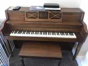 Cable Nelson piano. Good condition for Sale in Escondido, CA