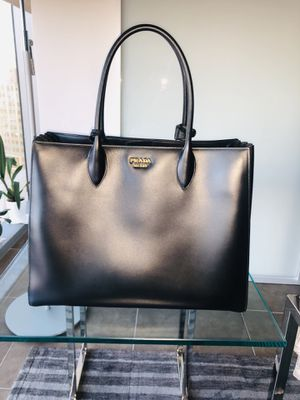 Brand new Prada purse with receipt for Sale in CITY CENTER, NV