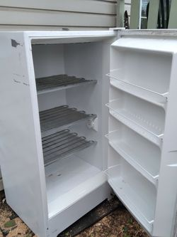4ft Upright Freezer for Sale in Gresham,  OR