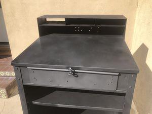 Metal table for Sale in Montebello, CA
