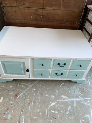 Beautiful coastal coffee table on casters for Sale in Palm Harbor, FL