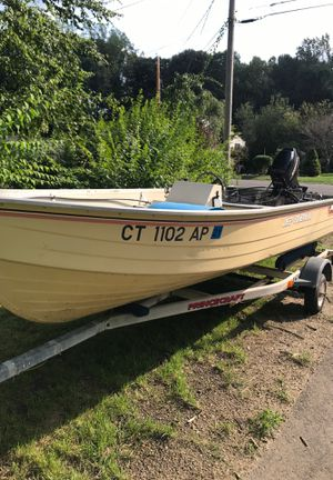 Ct aluminum Mirrocraft deep fisherman with trailer and 25 HP Mercury perfect condition ready to fish for Sale in Shelton, CT