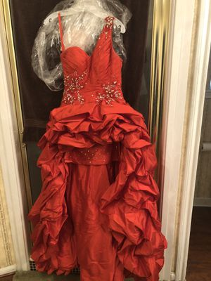 Euc red prom dress size 4 for Sale in Houston, TX