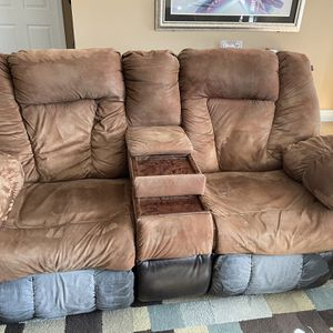 Ashley Dual Recliner Couch W Center Console for Sale in Beckley, WV