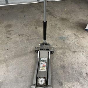 Low profile jack 2 ton for Sale in Turlock, CA