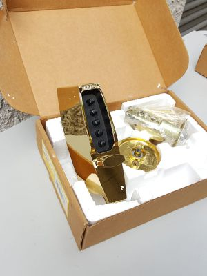 Chapa de botones color oro - KABA SIMPLEX 7104 PUSHBUTTON LATCH for Sale in Pomona, CA