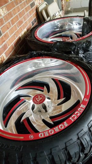 Set Rucci Rims and Tires for Sale in Fort Walton Beach, FL