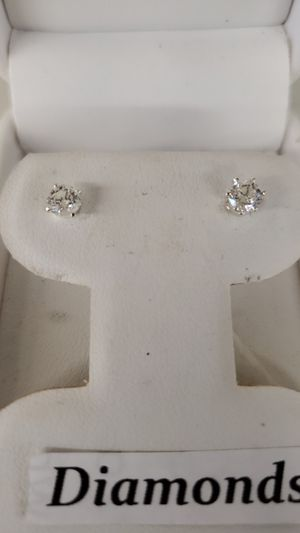 Diamond 1/2carat tw studs earrings for Sale in Cleveland, OH