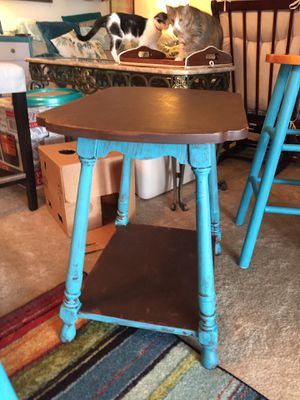Small end table, Solid Wood, not particle board, distressed painted for Sale in NEW PRT RCHY, FL