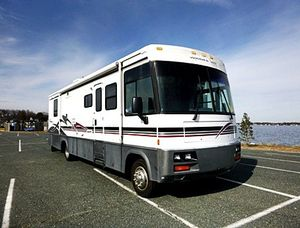 2OOO Winnebago Adventurer Ready for travel for Sale in Wichita, KS
