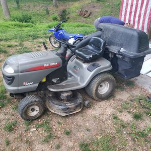 Craftsman lt2000 riding lawn mower for Sale in Darnestown, MD