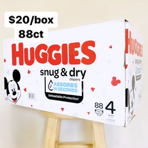 Size 4 (22-37 Lbs) Huggies Snug Dry (88 Baby Diapers) for Sale in Anaheim, CA