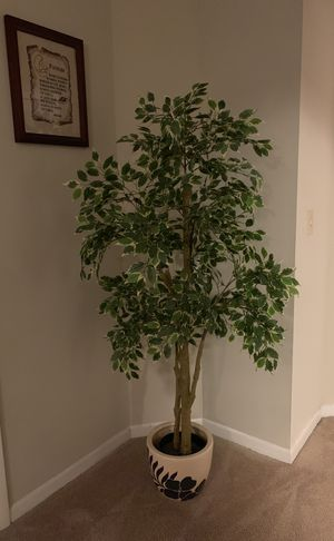 IKEA artificial plant and pot for Sale in Orlando, FL