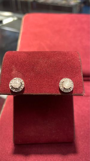 14k ladies stud earrings for Sale in Houston, TX
