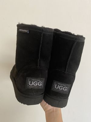 UGG Australia Classic Winter Boots for Sale in Los Angeles, CA