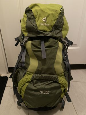 Backpacking pack Deuter womens for Sale in Lynnwood, WA