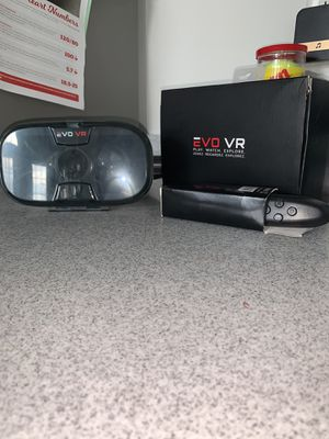 VR with controller for Sale in Boyds, MD
