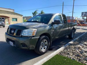 Nissan Titan 2004 CLEAN TITLE for Sale in Los Angeles, CA