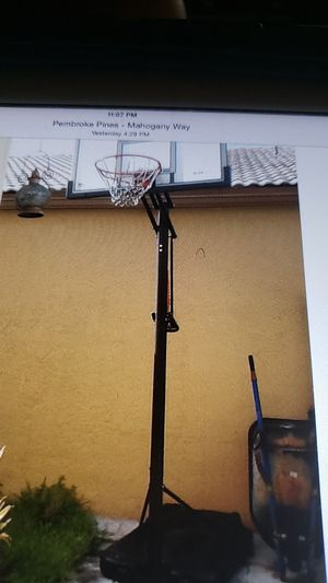 Basketball hoop with stand for Sale in Pembroke Pines, FL