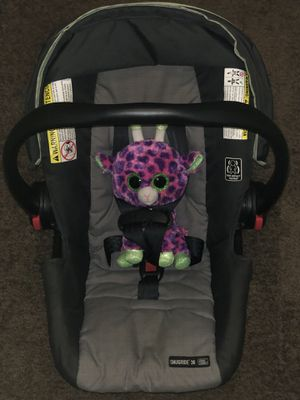 LIKE NEW GRACO CAR SEAT + BASE for Sale in Tampa, FL