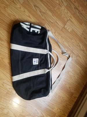 Extra Large gym/duffle bag Pink Victoria secret for Sale in Tacoma, WA