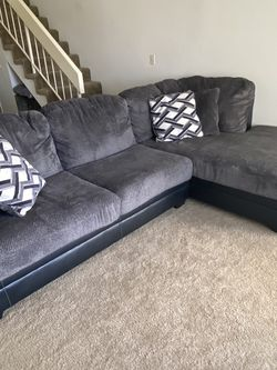 Two Tone Sectional With Chaise for Sale in San Diego,  CA