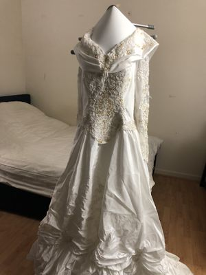 Wedding dress (prof. cleaned) for Sale in Centreville, VA