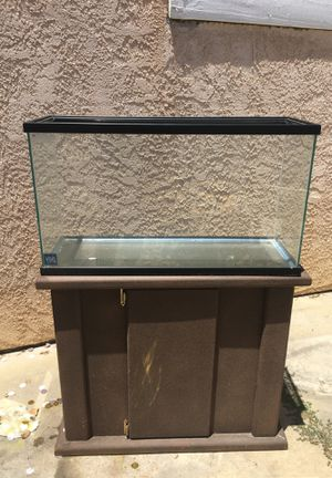 20 gallon fish tank with stand for Sale in Los Nietos, CA