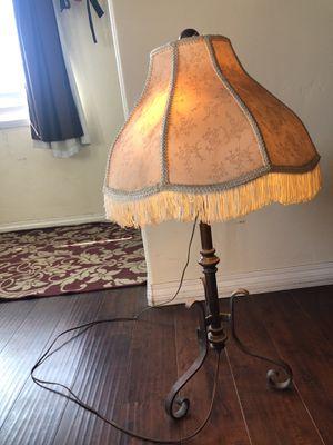 Vintage lamp for Sale in La Presa, CA