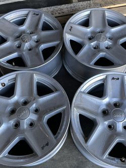 17 Inch Keep Gladiator Rims Good Condition 5 Lugs for Sale in Los Angeles,  CA