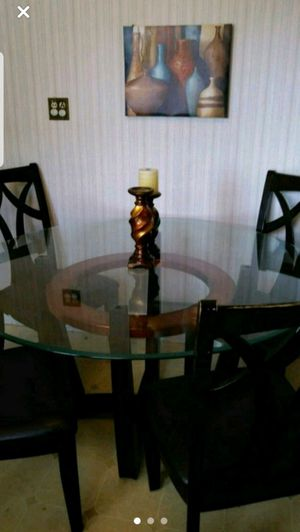 Glass dinning table for Sale in Bergenfield, NJ