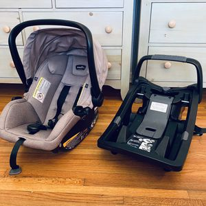 Evenflo baby child infant car seat and base gently used Clean for Sale in St. Petersburg, FL