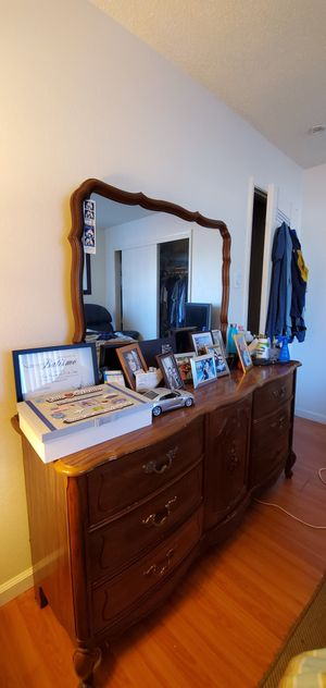 Dresser with two nightstand good condition for Sale in South San Francisco, CA