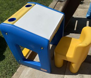 Kids desk and chair for Sale in Fontana, CA