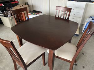 Kitchen table and 4 chairs. for Sale in Corona, CA