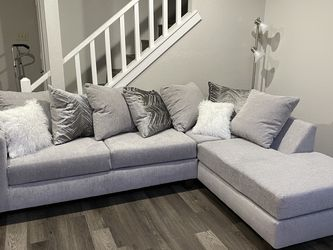 Beautiful Silver Grey Sectional for Sale in Dallas,  TX