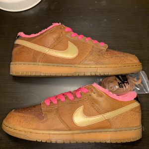"""Nike Sb Dunk low """"Gibson guitar case"""" for Sale in Orlando, FL"""